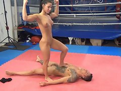 Concentrating extremity her thighs (HD wrestling)
